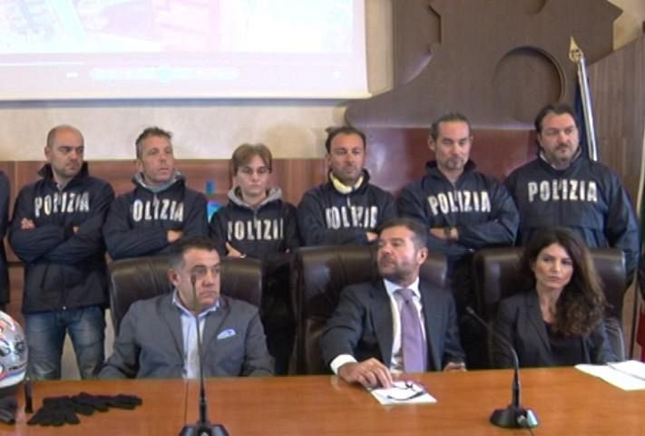 Fanno una rapina con la polizia alle costole cronaca firenze for Bagno a ripoli farmacia