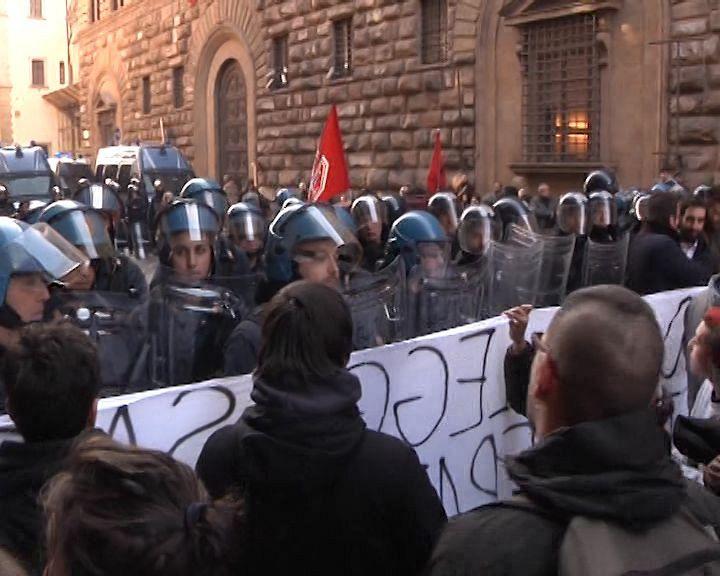 Lega a Firenze, folla in piazza S.Croce