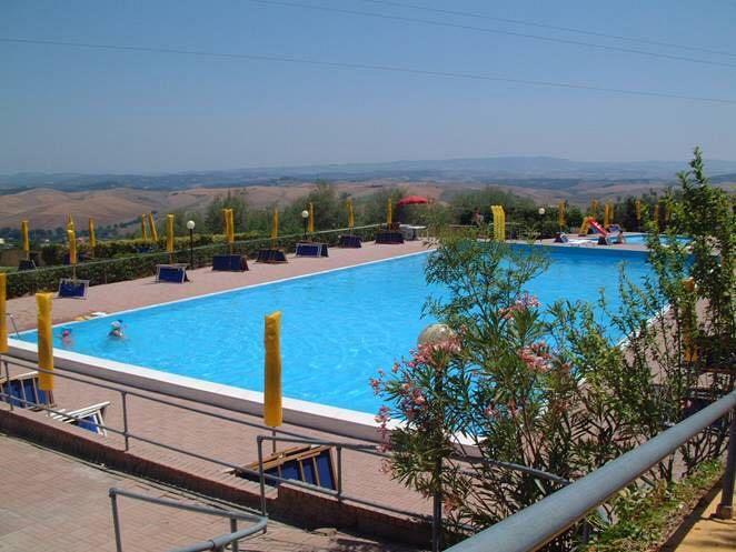 Quanti tuffi nella piscina di chianni attualit chianni - Immagini di piscina ...