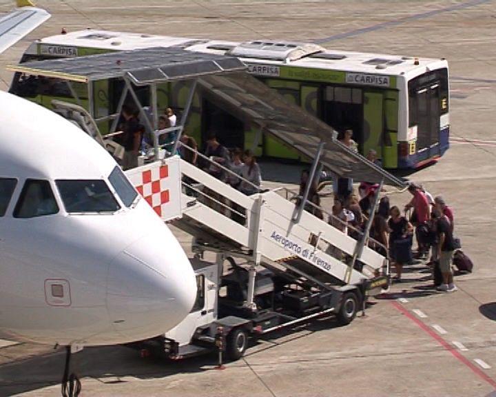 Sciopero del 2 ottobre, possibili disagi agli aeroporti di Firenze e Pisa