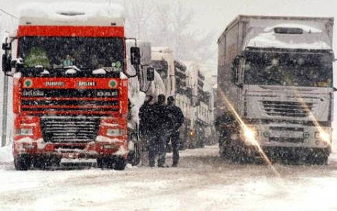 Neve sulla A1, stop ai mezzi pesanti