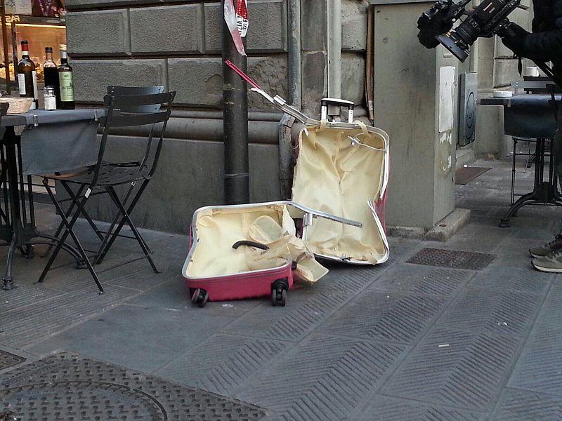 Milano, allarme bomba davanti al tribunale: trovata una granata