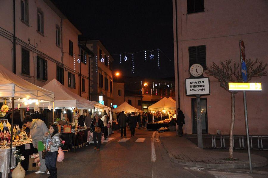 Fornacette inizia la festa sotto l 39 albero attualit for L arreda negozi pisa