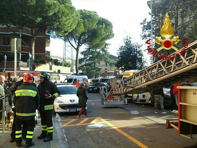 Incendio in vano contatori Sgomberata palazzina a Sesto