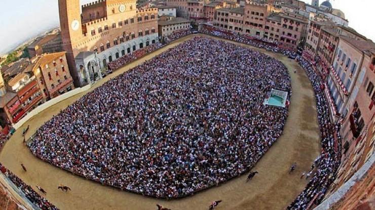 Palio di Siena, trionfa la Lupa. Alabe e Gingillo, che gara!