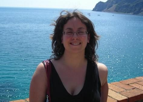 Auto contro il muro, muore giovane donna