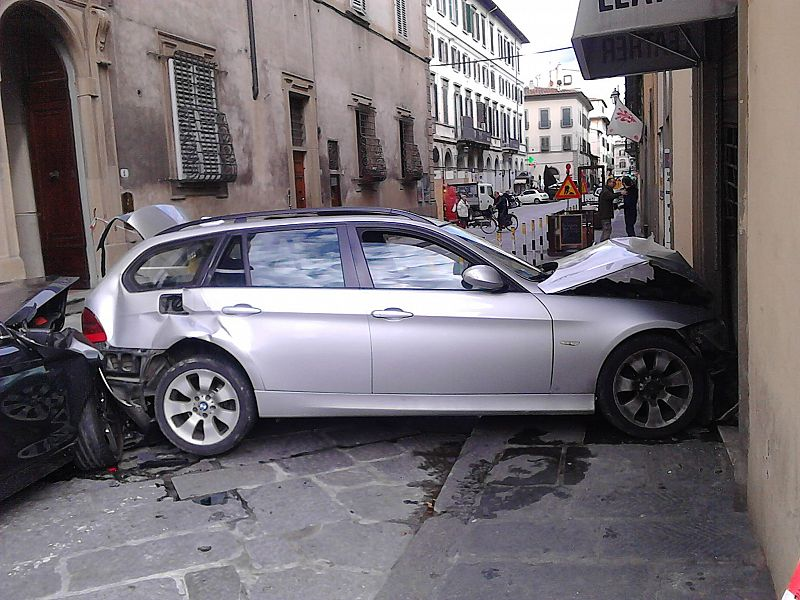 Auto impazzita, otto feriti, c'è anche un bimbo