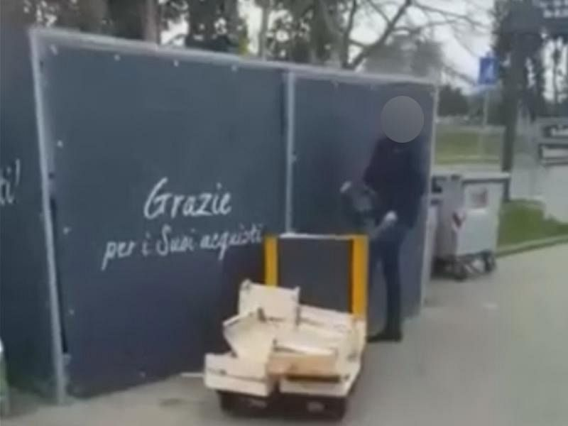 Chiusero due Rom nel gabbiotto: licenziati dipendenti Lidl di Follonica