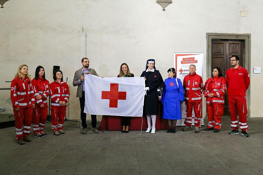 Reggio - A Piazza Duomo uno spazio dedicato alla Croce Rossa