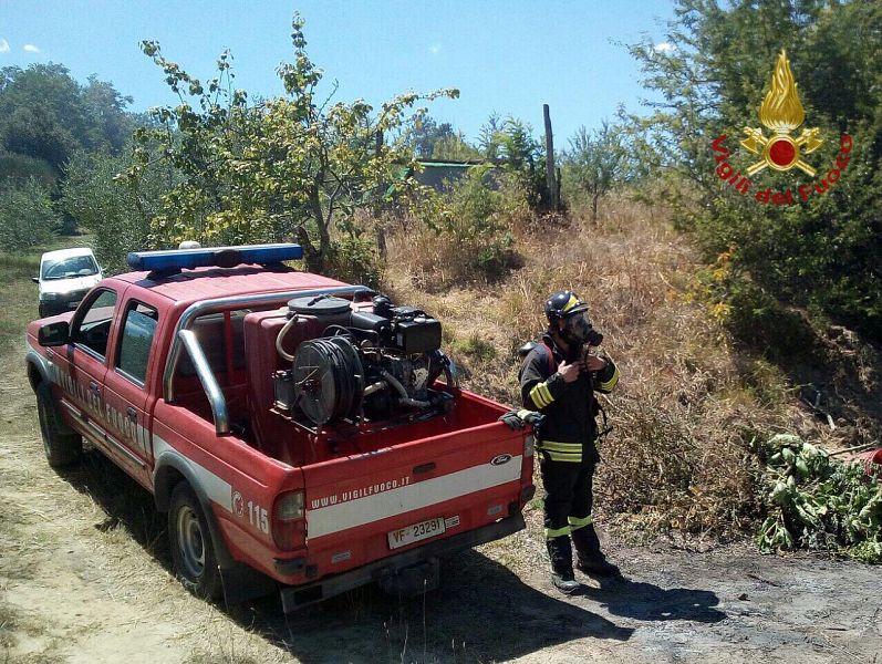 Incendio a Santa Maria a Monte, le fiamme minacciano strade e case