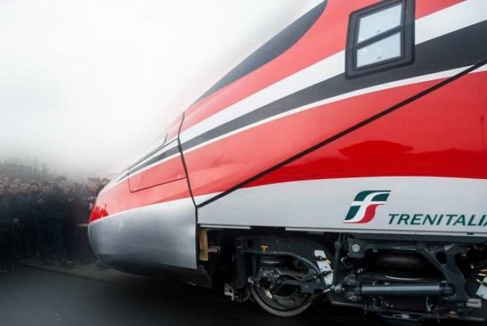 Firenze, Frecciarossa bloccato in galleria per guasto: passeggeri al buio e senza aria condizionata