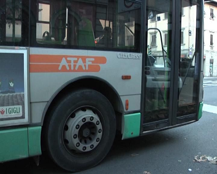 Travolto e ucciso alla fermata del bus. Autista indagato per omicidio colposo