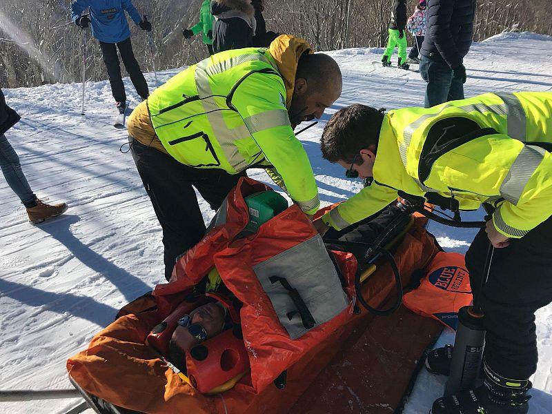 Finisce fuori pista e sbatte contro un albero: muore sciatore