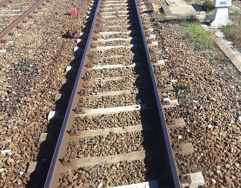 Orrore in ferrovia: trovato uomo decapitato lungo i binari