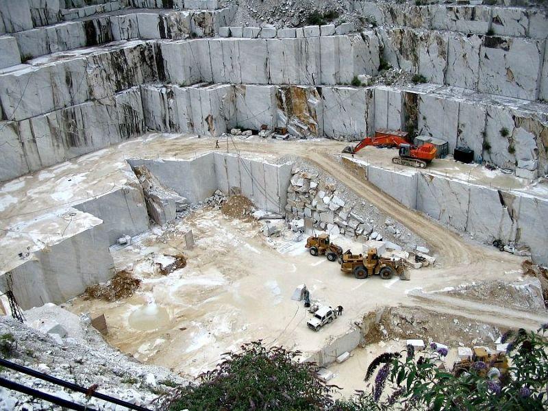 Tragedia alle cave di Carrara: muore sotto un lastrone di marmo