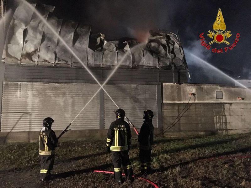 Scandicci, incendio al capannone: