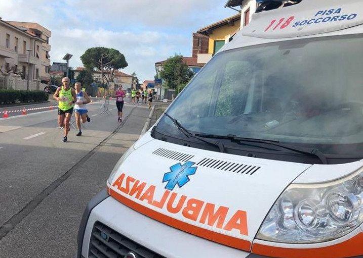 Maratona di Pisa, partecipante muore per un malore durante il pranzo