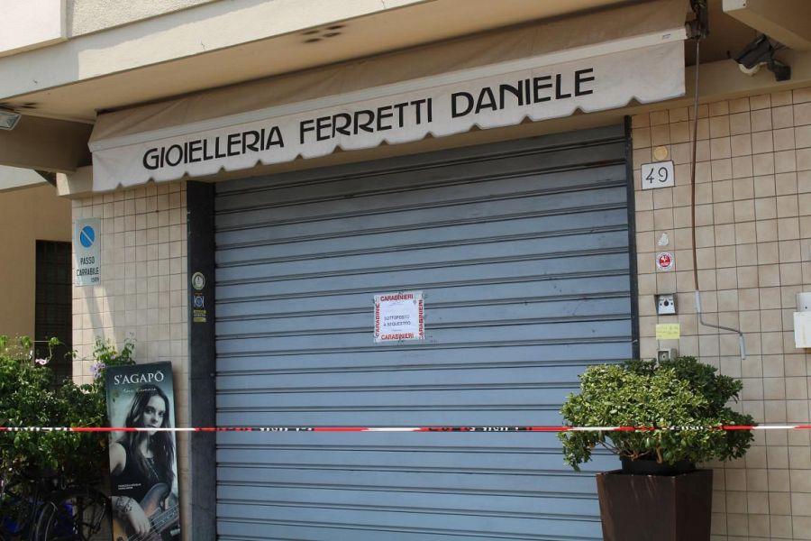 Pisa, gioielliere fa fuoco e uccide un bandito durante una rapina
