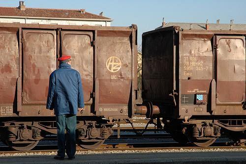 Muore travolto da un treno alla Bufalina