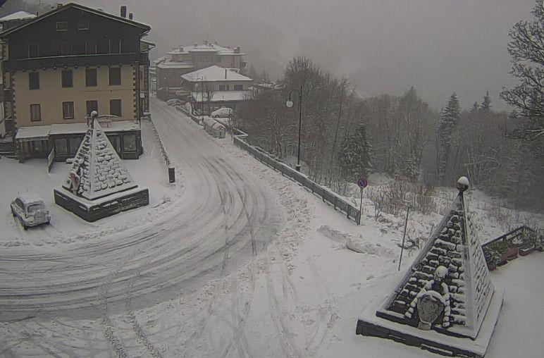 La Prima Nevicata Appennino Imbiancato Attualita Abetone