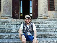 Stefano Picchi davanti al Museo napoleonico di San Martino a Portoferraio