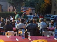 La cena di solidarietà in piazza Caduti di Romagna