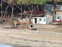 Spiaggia di Marina di Campo, dove è in corso la costruzione di una piscina
