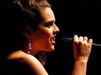 Paola Bivona, la vocalist pontederese protagonista della Festa del Commercio