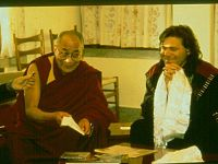 Il XIV Dalai Lama durante l'incontro con Beppe Carlettia Dharamsala  (Himachal Pradesh, India del Nord): era il 12 marzo 1995...