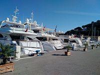 Yacht in banchina a Porto Azzurro