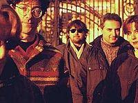 I CSI nel 1995 con Ginevra Di Marco e Giovanni Lindo Ferretti (a destra)