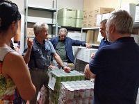 visita delle autorità al magazziono alimentari della Caritas