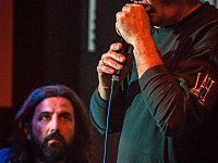 Marco Bellagamba sul palco con Omar Pedrini