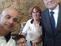 Maurizio con la madre Rosa Concas e Maurizio Silvestri con il Presidente Mattarella