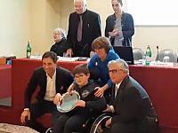 Maurizio Ermacora con la madre Rosa Concas e i dirigenti del Coni