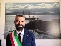 Francesco Ferrari nell'ufficio del sindaco