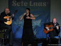 "Custódio Castelo in concerto a Pontedera con la vocalist Teresa Ventura e Gilberto Correia, esperto di ""viola baixo"""