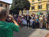 Il sindaco di Pontedera Simone Millozzi starter del Giro di Toscana