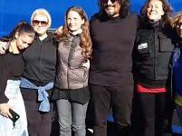 Alessandro Borghese in posa con i fan