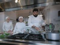 Daniela e Anna Maria ai fornelli con lo Chef Cannavacciuolo