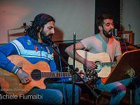 A sinistra: il rocker e cantautore Omar Pedrini (ex leader dei Timorìa), Presidente della Giuria 2015,  in duetto con Lorenzo Pucci (coordinatore artistico di Soms Experience 2016) degli Hollywood Beards