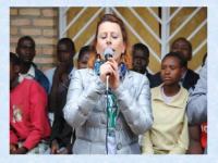 """Antonella Santerini, Presidente della Associazione """"P.E.R."""", a Ndongozi (Rwanda)"""