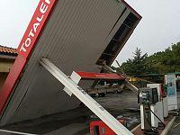 Il distributore crollato in località Perelli