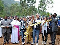 """La delegazione della Associazione """"P.E.R"""" alla inaugurazione del """"Centre de Santé"""" di Ndongozi (Rwanda)"""
