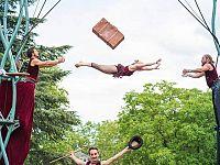 Gli acrobati del Circo Les P'tits Bras
