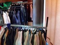 Il magazzino vestiario del centro Caritas Figline