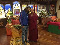 Omar con il monaco Massimo Stordi nel Gompa (sala di meditazione e insegnamenti) dell'ILTK di Pomaia (PI)