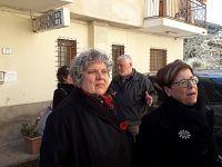 Anna Scalabrini, una dei proprietari degli immobili e l'avvocato Francesca Iovine