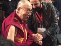 L'incontro della rockstar con il Dalai Lama