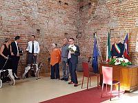 Birra e Funana con Valerio attendono la sposa nella sala nuziale